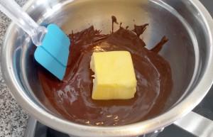 Añadiendo la mantequilla y la sal