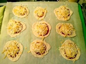 Minipizzas barbacoa listas para el horno