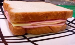 Sándwich doble jamón dulce con queso gouda :-D