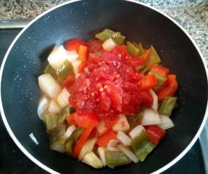 Ponemos el tomate para el sofrito