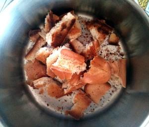 Ponemos el pan tostado a trozos