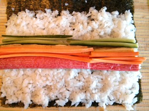 Futomaki con surimi, zanahoria, tortilla y pepino