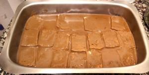 Echamos el chocolate sobre las bizcochadas