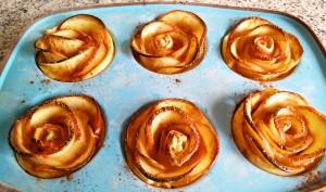 Rosas de hojaldre recién salidas del horno