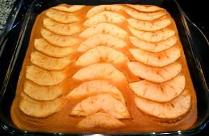 Pastel de manzana salido del horno
