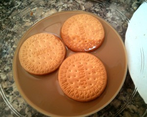 Mojamos las galletas en la leche