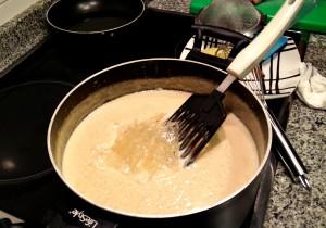 Añadimos primero la gelatina y la mezclamos